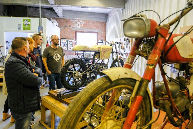 Rook Motorfietsen toonde enkele van hun unieke vintage motorfietsen in hun atelier.