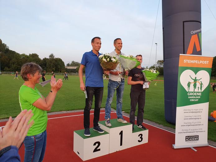 Drie mannen op podium van eerste Groene Hardloop Circuit. Van links naar rechts: Merlijn Gootjes (Woerden), Wijnand Fransen (Nieuwegein) en Gerard Hagoort (Woerden).