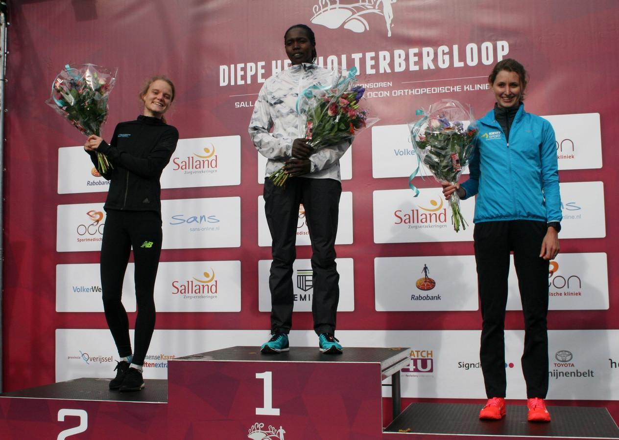 Het podium bij de 10 km vrouwen