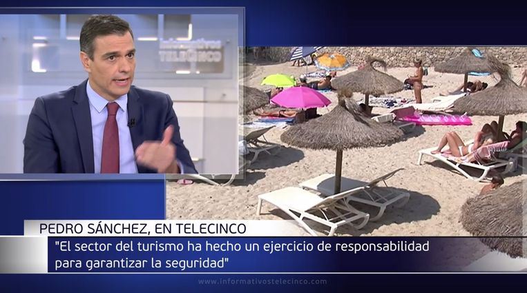 Spaanse premier Pedro Sánchez tijdens een televisie-interview. Beeld