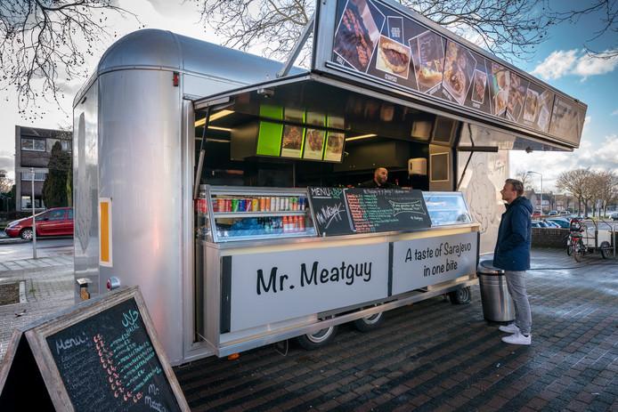 Foodtruck van Mr.Meatguy op de hoek van de Boschmeersingel en de Oude Vlijmenseweg
