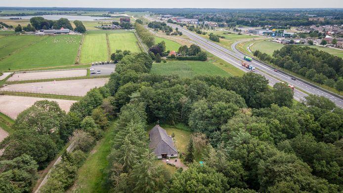 Op de grond bij de Onderduikersweg 2 in De Bult moet een nieuw pand voor scouting Johan van den Kornput komen.