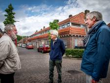 Drie zeventigers verkennen de gebouwen van Tilburg en laten een enorme gids na. Om na te lopen
