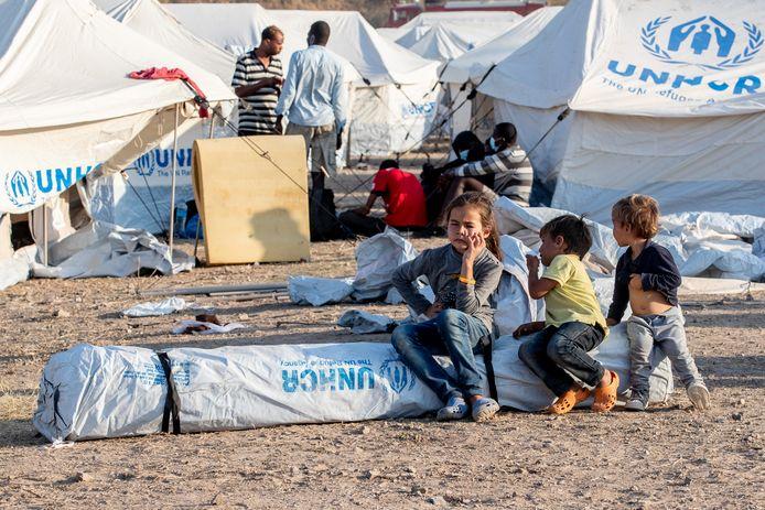 Kinderen in het nieuwe vluchtelingenkamp op Lesbos.
