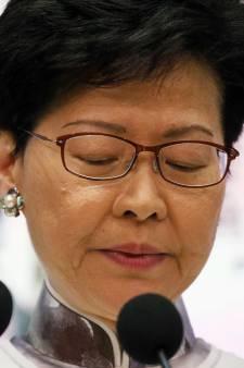 """La dirigeante de Hong Kong présente ses excuses, """"près de deux millions"""" de manifestants dimanche"""