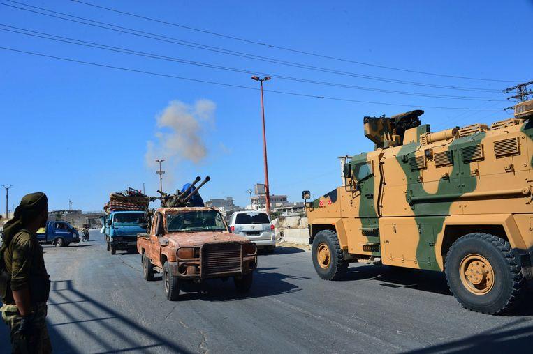 Rook op de achtergrond van het bombardement in de provincie Idlib. Beeld AP