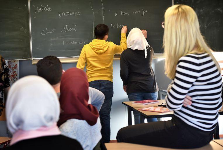 Op ISK-school Drachten krijgen leerlingen les over normen en waarden rondom liefde en seksualiteit. De docent en de leerlingen op de foto komen niet in dit verhaal voor. Beeld Marcel van den Bergh / de Volkskrant