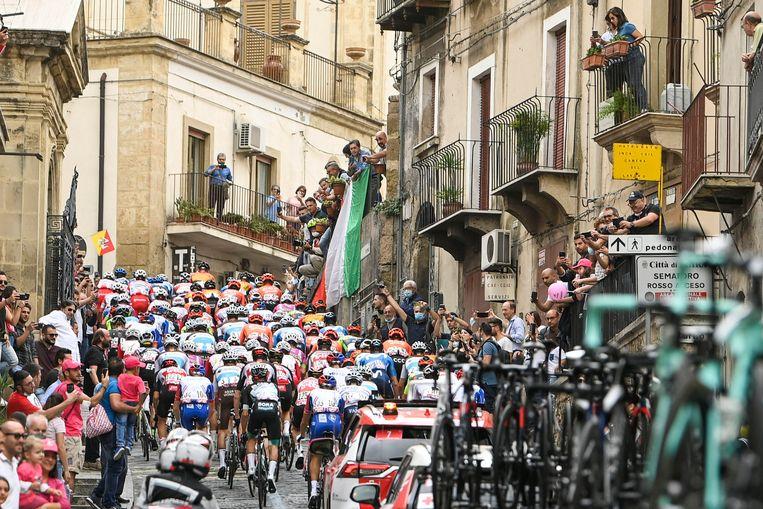 De derde etappe van de Giro d'Italia. Beeld AP