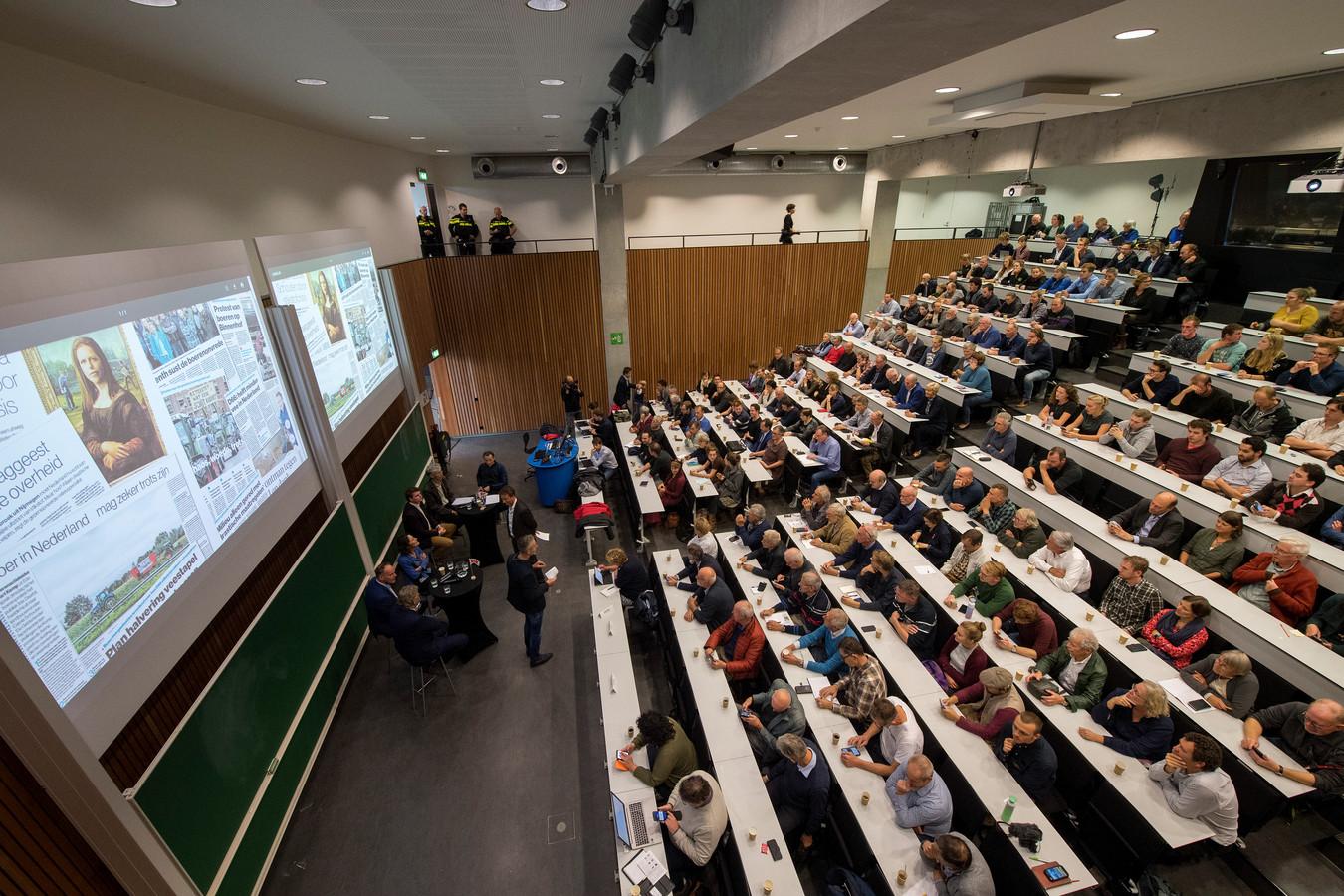 Een volle zaal voor het Boerendebat van De Gelderlander in Wageningen.