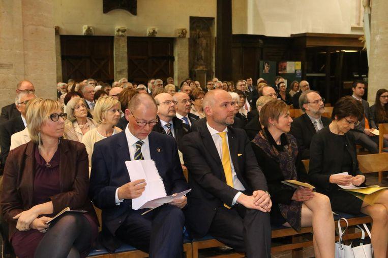 De Lions Club vierde haar vijftigjarig bestaan met een academische zitting in de kerk.