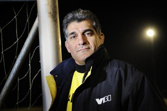 """Amir Hashemi, tegenwoordig trainer van Ravenstein en regelmatig analyticus op de nationale televisie van Iran: """"Je aanpassen aan een lager niveau vind ik ook een kwaliteit."""" Foto Chris van Cromvoirt"""
