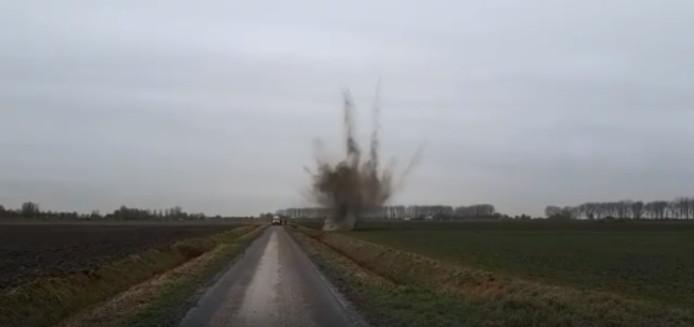 EOD laat illegaal vuurwerk ontploffen in Tholen