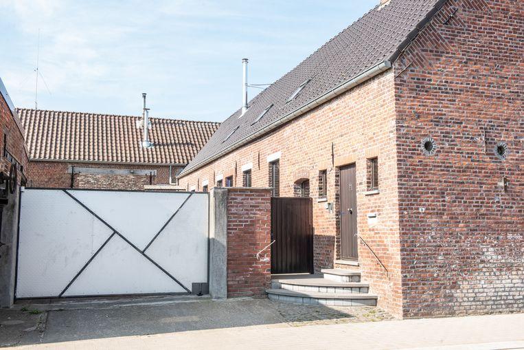 Het drama speelde zich af in deze voormalige hoeve aan de Kroonstraat in Everbeek, waar het koppel ruim twintig jaar geleden was komen wonen.