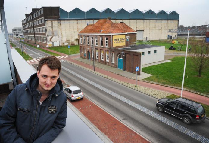 Yoeri Luwema op het dakterras van zijn nieuwbouwwoning aan de Willem Ruysstraat.