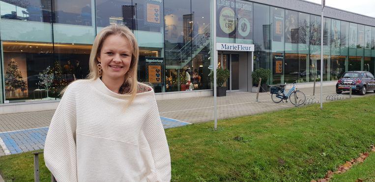 Katrijn Verlinden voor MarieFleur. De zaakvoerster van de kledingwinkel is blij met de nieuwe omleidingsroute.