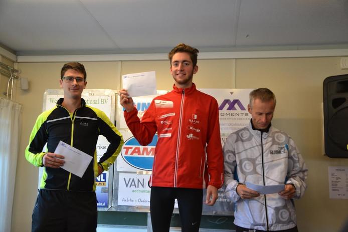 Winnaar van de Kluiskenshof 10 van AVR Mels Lambregts van THOR in het midden, links Niels Goderis (ESAK) en rechts Huub Maas (THOR).