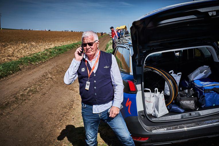"""""""Parijs-Roubaix mogen volgen in de auto van Patrick Lefevere was voor mij één van de hoogtepunten"""", stelt Eggers. """"Patrick is één en al koersintellect. Een paar honderd meter voor we de auto geparkeerd hadden zei hij: """"hier gaan ze vallen"""". Ik denk niet dat hij er vijf meter naast zat."""""""