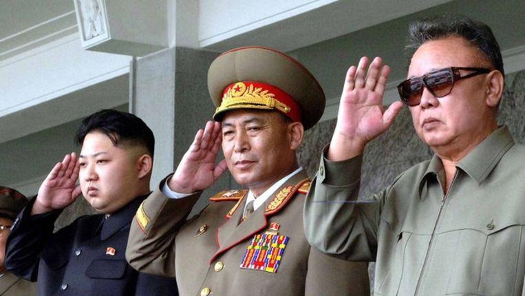 Kim Jong-il (rechts) en zijn zoon Kim Jong-un (links) in september. © afp Beeld
