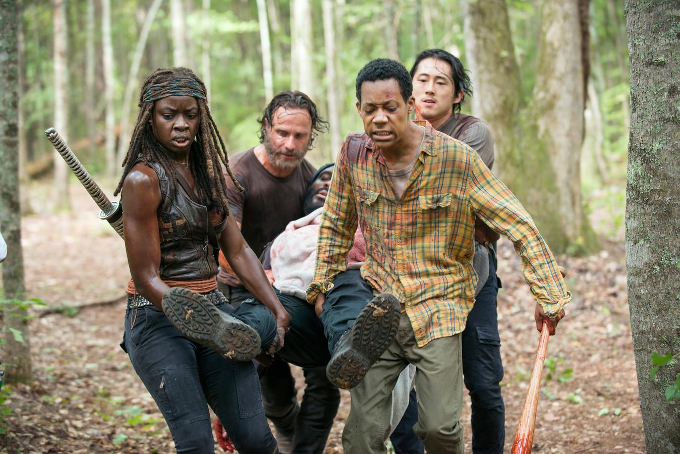 Danai Gurira als Michonne (links) in The Walking Dead.