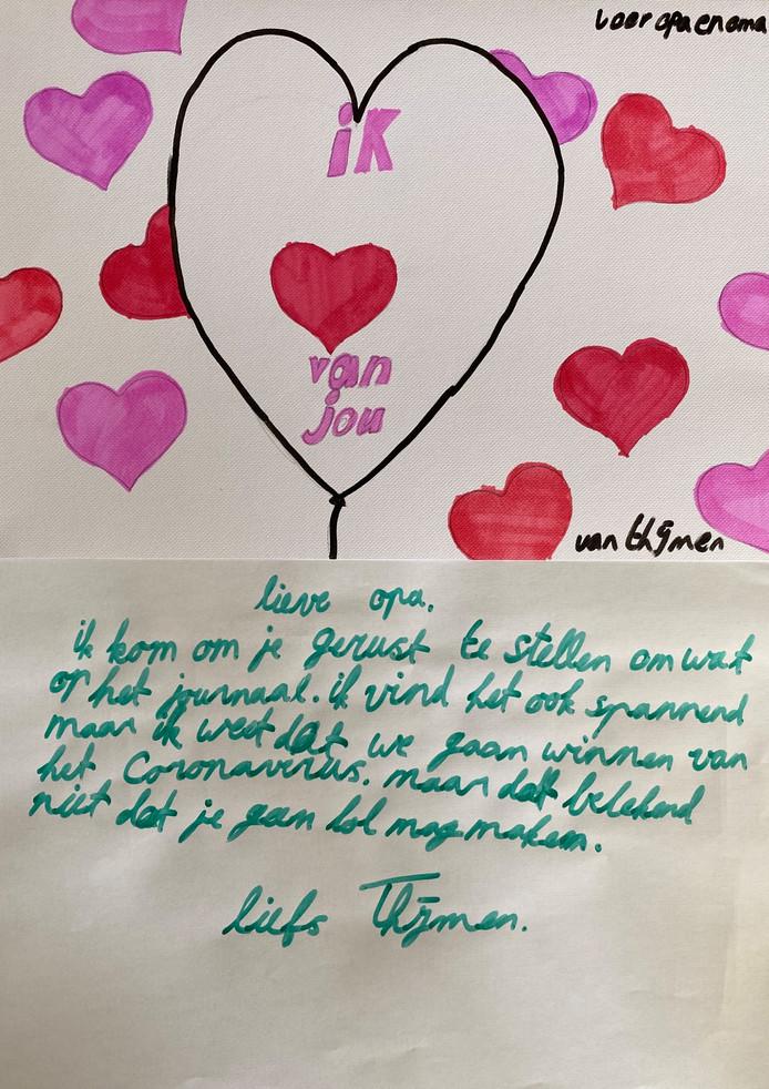 'Onze jongste zoon wilde iets voor Opa en Oma maken. Mijn vader heeft het zwaar. Als man van 86, altijd hard gewerkt als veehouder, die nu niet naar buiten kan. Zijn ziekte (dementie) werkt natuurlijk in dit geval ook niet echt mee. Mijn moeder probeert het zo goed, als ze kan te doen. Vandaar de woorden die mijn zoontje schrijft, onder de tekening. Gr. Pieter Vink'