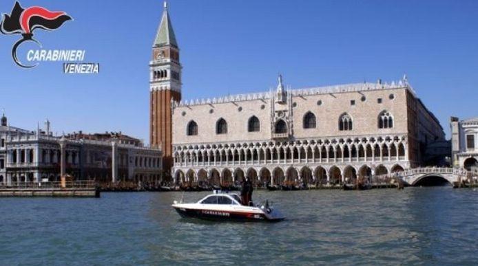 De Italiaanse waterpolitie bij het San Marcoplein