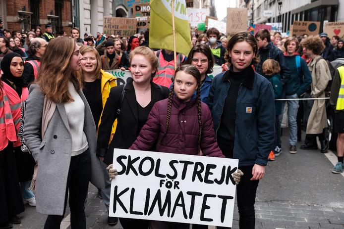 Adélaïde Charlier, Anuna De Wever et Greta Thunberg lors d'une manifestation pour le climat à Bruxelles.