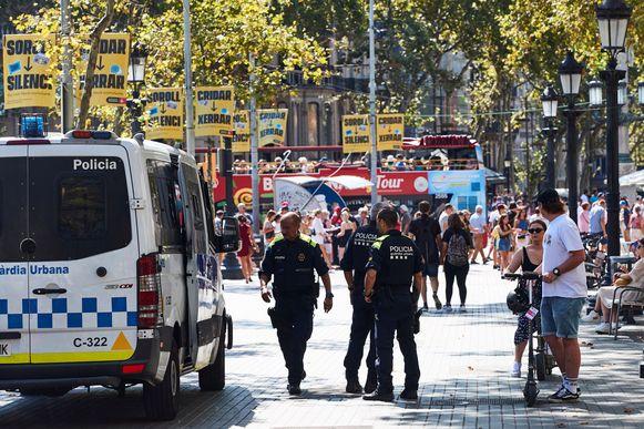 Agenten op Las Ramblas, in het centrum van Barcelona, na de zoveelste beroving van een toerist deze zomer.