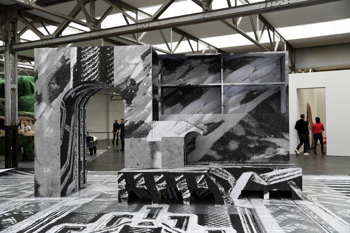 De Engelse kunstenares Monster Chetwind in De Pont