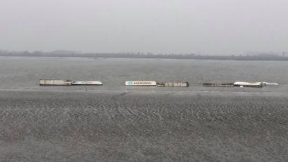 VIDEO. Containers vallen van schip in Schelde, scheepvaartverkeer in Antwerpse haven ondertussen opnieuw hervat
