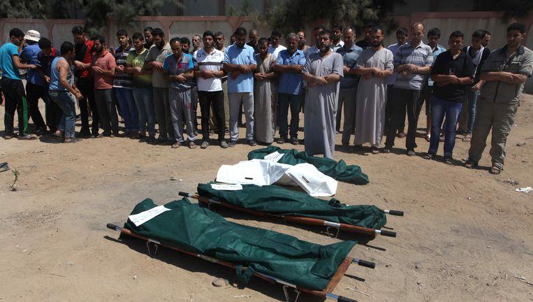 Een begrafenis van Palestijnen die omkwamen in Gaza Stad. Beeld getty