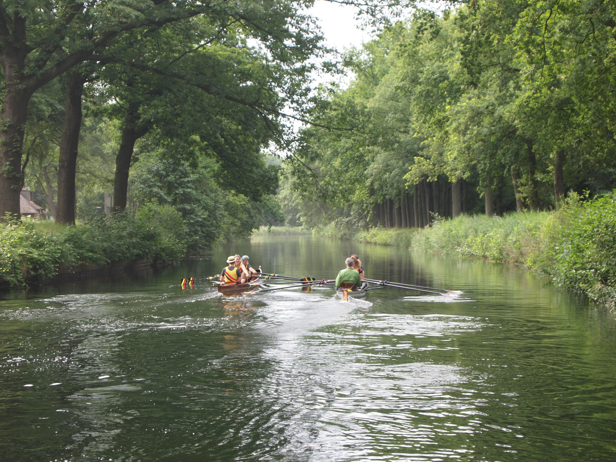 Roeien kan al worden gedaan op het Apeldoorns kanaal, maar of er ook pleziervaarten door het water gaan is nog maar de vraag.