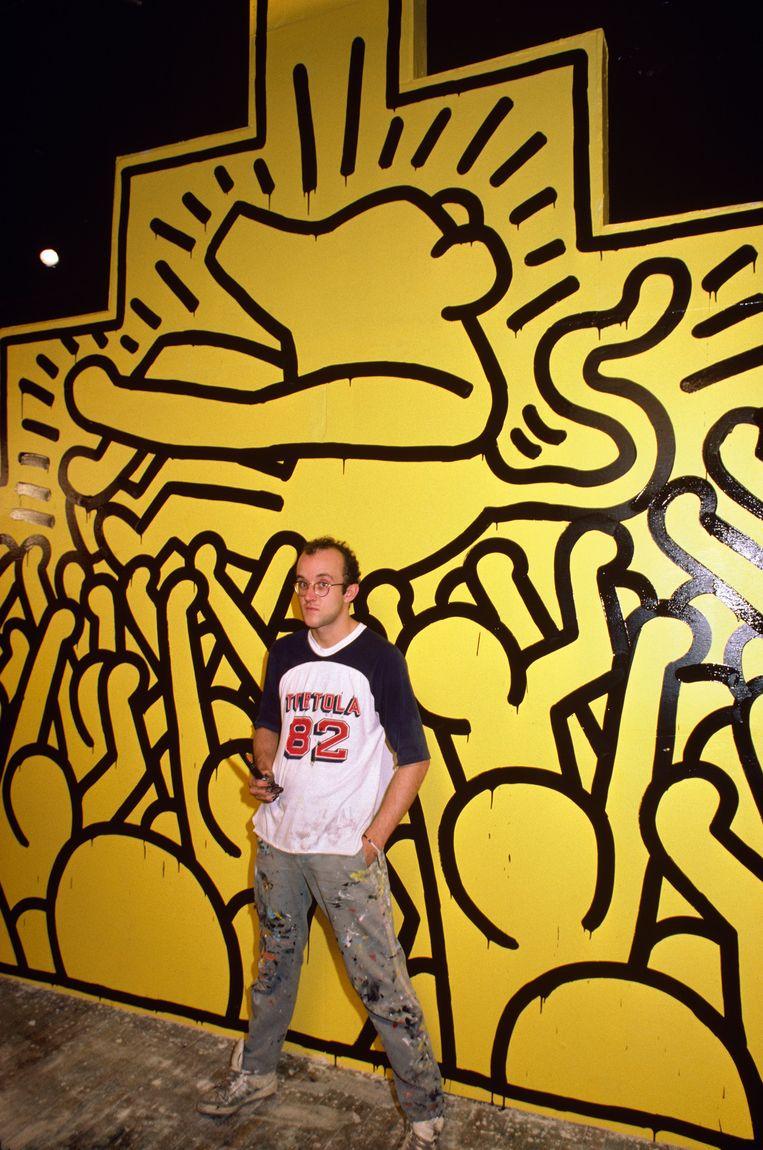 Keith Haring voor zijn werk. Beeld null