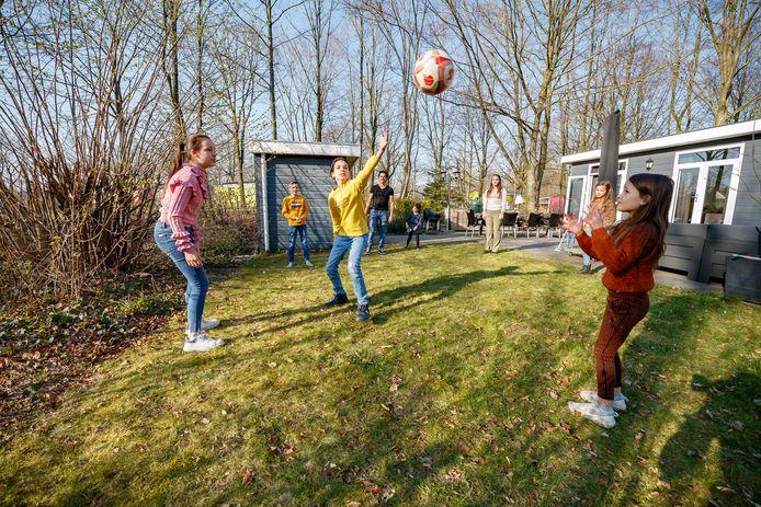 Tijdens de eerste lockdown verbleef de grote familie Nagelkerke in hun stacaravan op het Molecaten park Bosbad Hoeven.