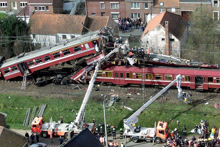 Archiefbeeld van de treinramp in Pécrot, van 2001.