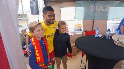 IN BEELD. Op de foto met de sterren van KV Oostende tijdens fandag