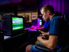 Gamers slapen tijdens WK Mario Kart op de bank