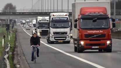 """Fietser gespot op E17: """"Vond het al vreemd dat ik geen andere fietsers tegenkwam"""""""