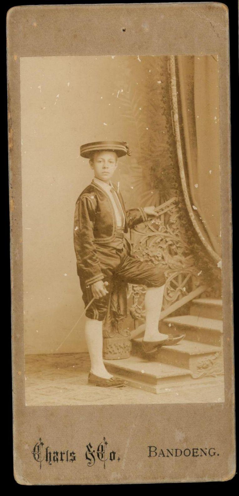 Opa Theo van Bemmel, gefotografeerd door zijn vader, Bandung. Beeld null