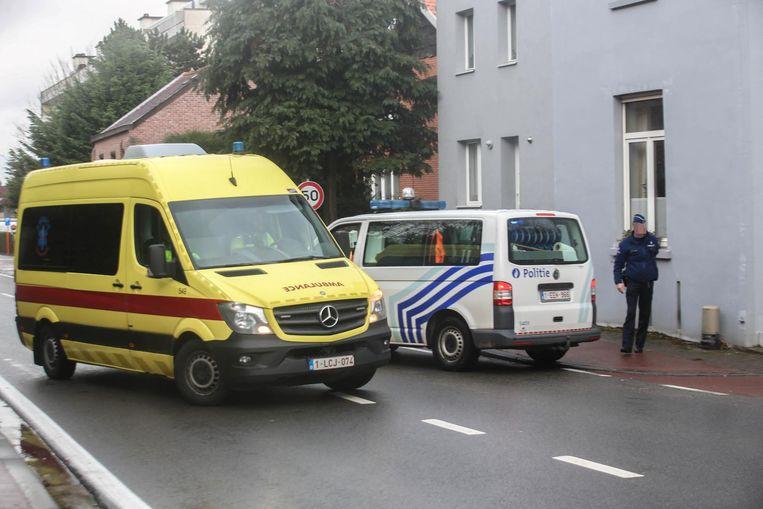 Aannemer Ayhan K. raakte bij de schietpartij verlamd en werd met een ziekenwagen ter plaatse gebracht.