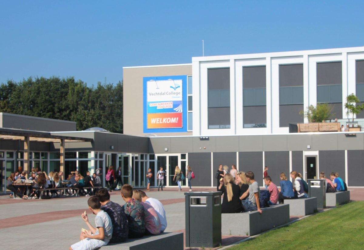 Het Vechtdal College Ommen betuigd haar medeleven aan de familie die is getroffen door de familie woningbrand in Nieuwleusen.