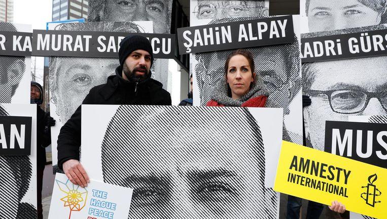 Demonstranten van Amnesty protesteerden eerder dit jaar bij het Turks consulaat in Nederland tegen de arrestatie van journalisten. Beeld anp
