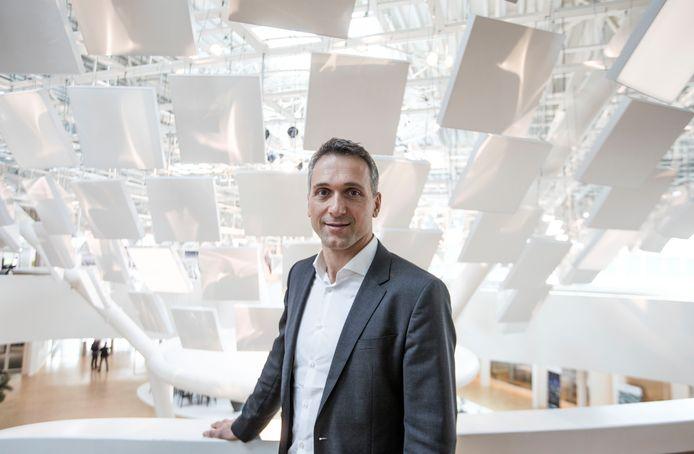 Eindhoven - Eric Rondolat, bestuursvoorzitter van Philips Lighting, in het Eindhovense hoofdkantoor van het lichtbedrijf.