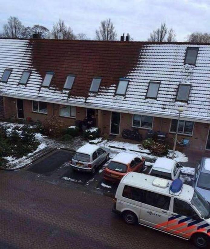 Gesmolten sneeuw op een dak. Sauna? Of een hennepkwekerij?