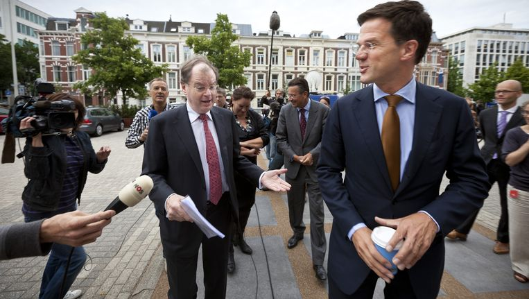 NO-NCW voorzitter Bernard Wientjes (L) en premier Mark Rutte (R) kort een SER-overleg over de pensioenplannen. Beeld ANP