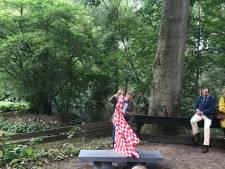 Bankje ter ere van tien jaar Brabantse Hoeders: 'Hier bij een mooi brugske'