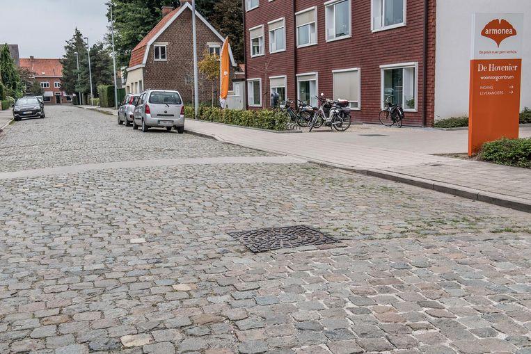 Deze kasseistrook in de Hovenierstraat wordt heraangelegd.