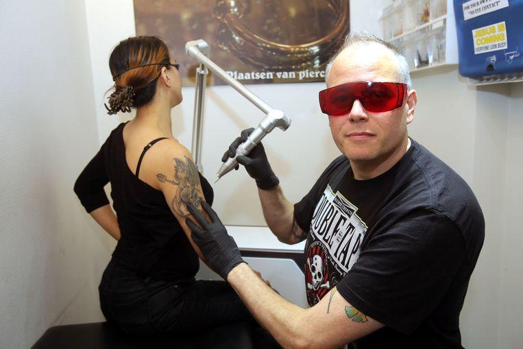 "Kingpin Tattoo: ""Twee Klanten Per Dag Laten Tattoo Weghalen"""