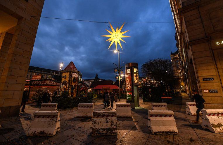 Betonblokken op de kerstmarkt van Dresden
