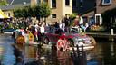 De boot Grease van Mini Normalis tijdens de Lierse Gondelvaart
