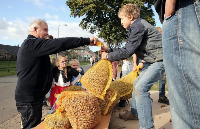 Inzameling van eikels in Staphorst.